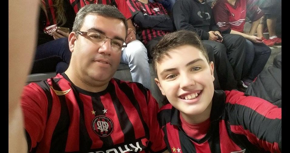 O papai Hélio José e seu filho Pedro Henrique, de Curitiba (PR)