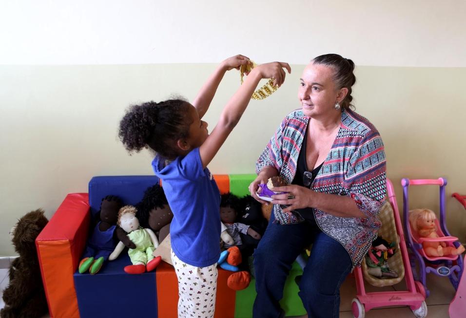 Professora Cibele. Outro espaço criado pela diretora foi a brinquedoteca. Nos dias de chuva, quando não dá para brincar ao ar livre, é para lá que as crianças vão