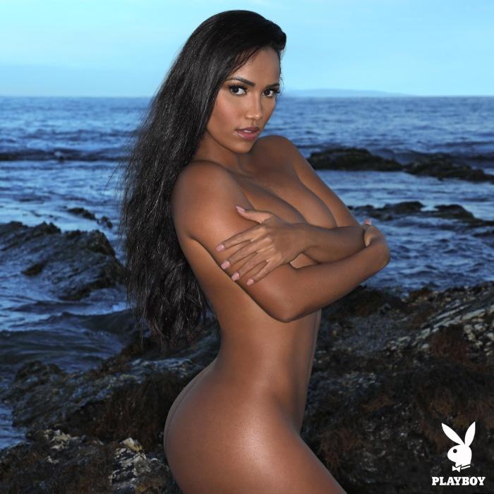 27.mar.2018 - Ela é poderosa! Depois de conquistar os fãs brasileiros, Katiely Kathissumi chega com toda a sua beleza para estampar a capa da edição deste mês da Playboy da África do Sul