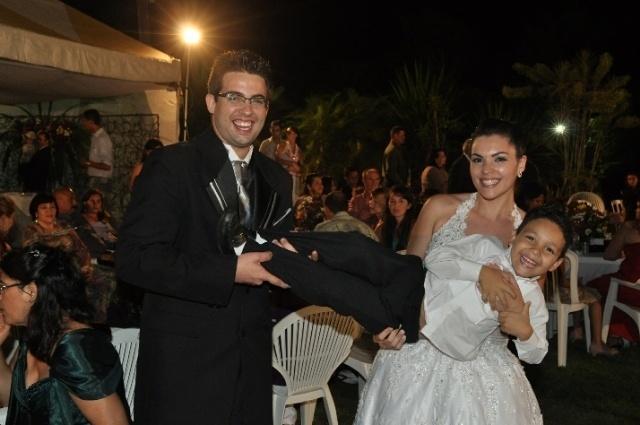 Gilberto Pereira de Moura Junior e Yulliana Suelen Rodrigo Moura casaram-se no dia 09 de novembro de 2011, em Caruaru (PE)