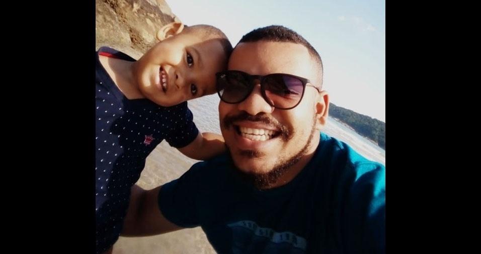 Direto do Guarujá (SP), Théo Sena em foto com o papai Iuri Sena
