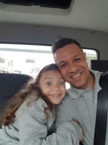 A Sandra enviou foto da Giovanna Marqueti com o papai César, de São Paulo (SP)