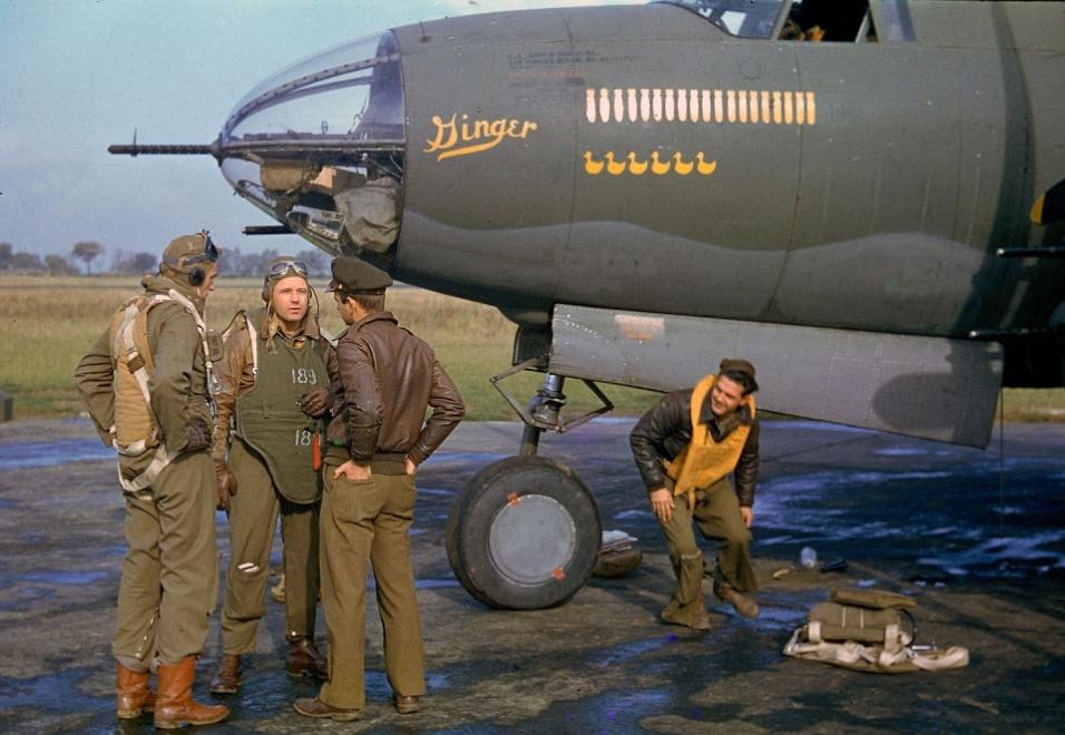 1944 - Tripulação do B-26 Marauder, batizado de Ginger