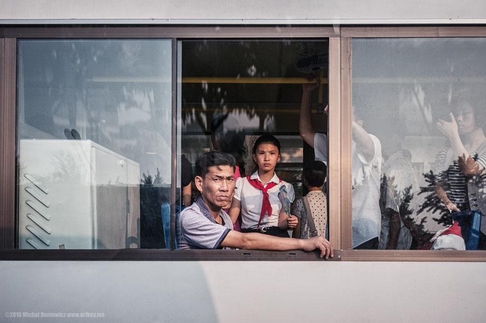 """78. """"Habitantes de Pyongyang no transporte coletivo"""""""