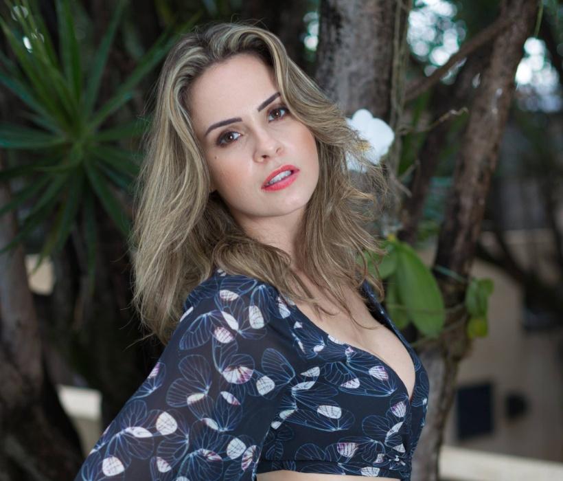 """Olha elaaa! Ana Paula Renault deu o que falar na casa do """"BBB16"""". Inesquecível pelo bordão e pela coleção de barracos dentro do programa da Globo, a mineira promete causar muito em """"A Fazenda - Nova Chance""""!"""