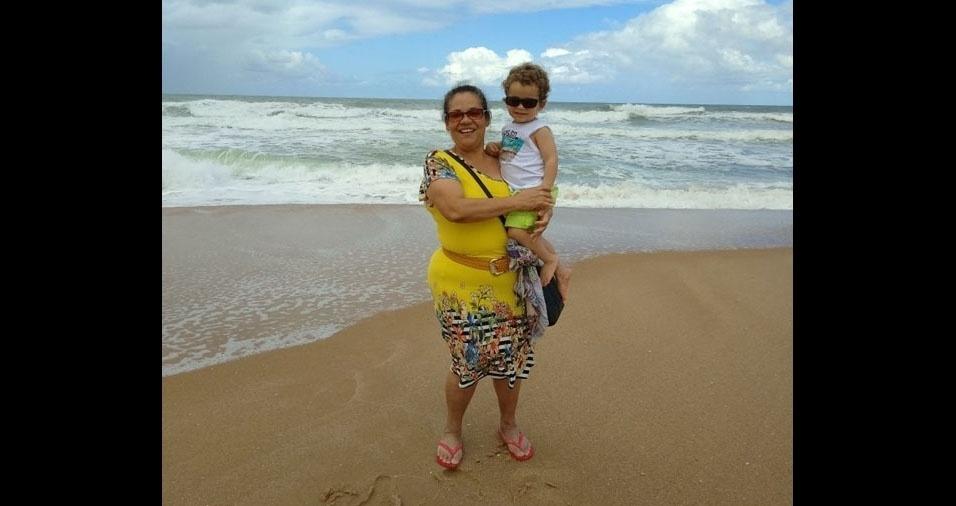 Davi, de Garulhos (SP), curtindo as férias com a vovó Cleo