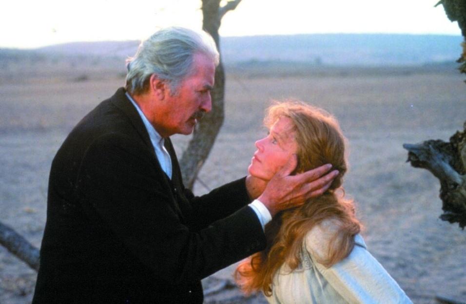 """1989 - Os atores Gregory Peck e Jane Fonda em """"Gringo Velho"""". Depois de premiada mais de uma vez no Oscar e Globo de Ouro, o papel de Harriet Winslow no filme rendeu a Fonda a indicação ao Framboesa de Ouro na categoria de pior atriz"""