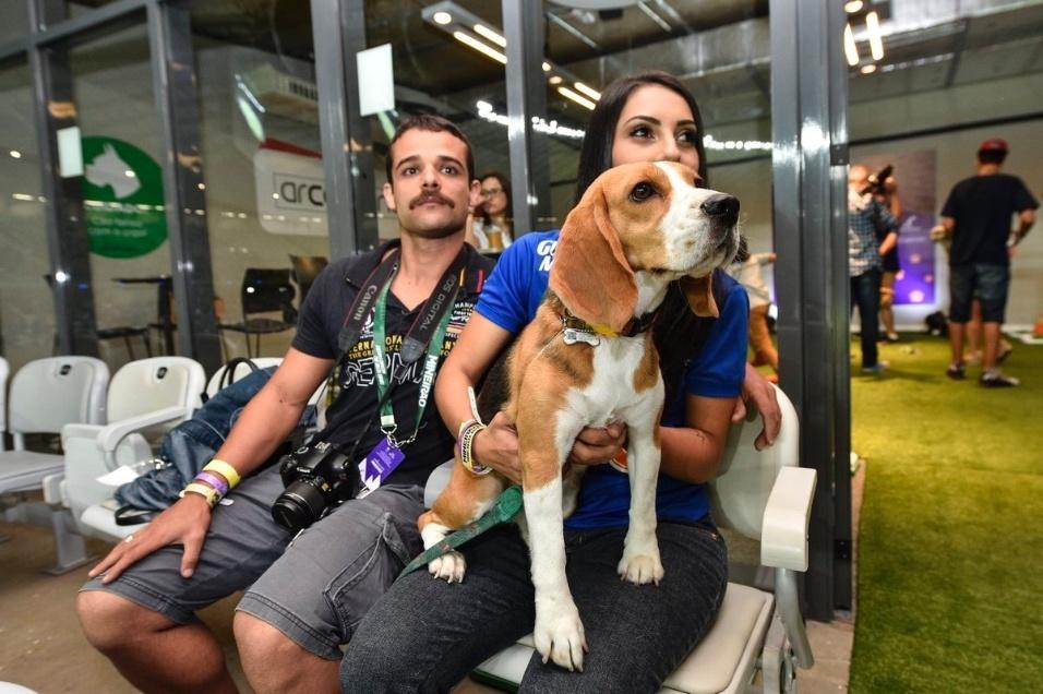 19.abr.2017 - O Mineirão recebeu convidados e seus pets para ver o jogo entre Cruzeiro e São Paulo pela Copa do Brasil