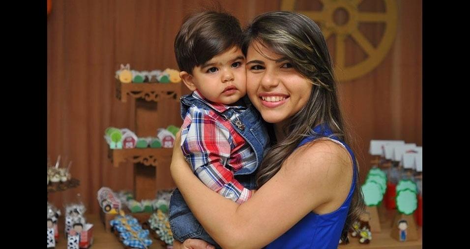 Emanuelle Suyanne Mendes da Silva com o filhinho William Khalil, de Sousa (PB)
