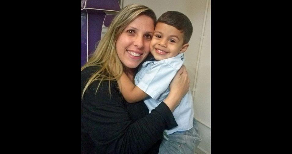 Mamãe Thais e seu filho Miguel