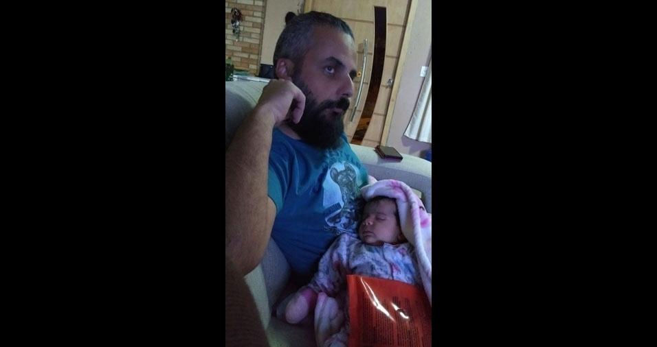 """Marcelo conta: """"Sou pai de primeira viagem. Minha filha, Maria Eduarda, tem 50 dias de vida"""""""