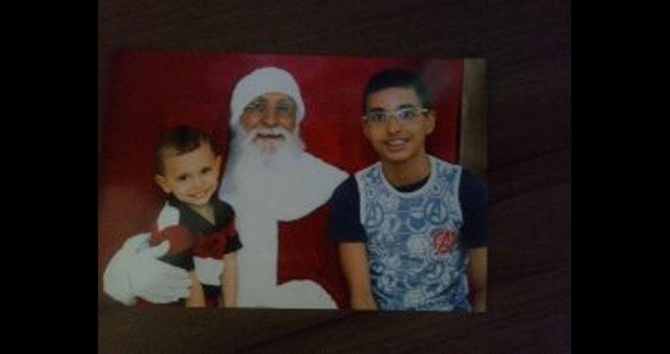 Fernanda enviou foto dos filhos Igor e Lucas com o Papai Noel, de Brasília (DF)