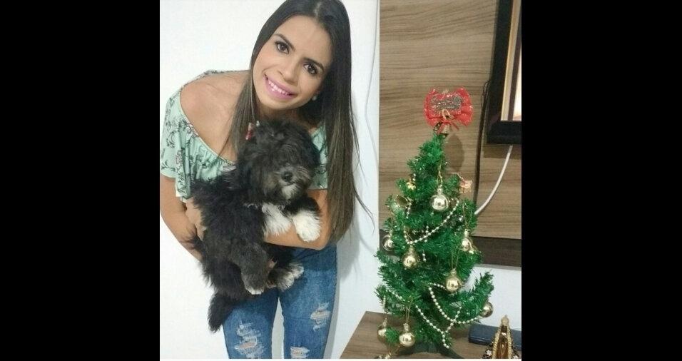 Fernanda Almeira Rodrigues com sua filhinha Jullie, esperando pelo papai Noel em Avaré (SP)