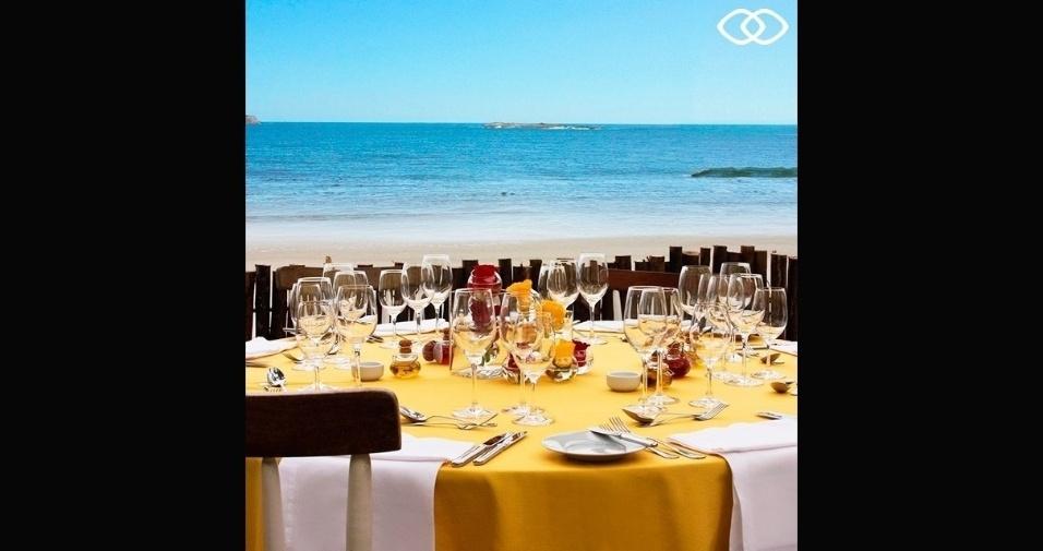 Local de almoço com vista para o mar