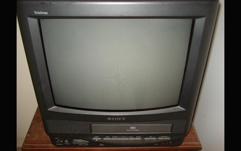 Televisão com vídeo cassete embutido