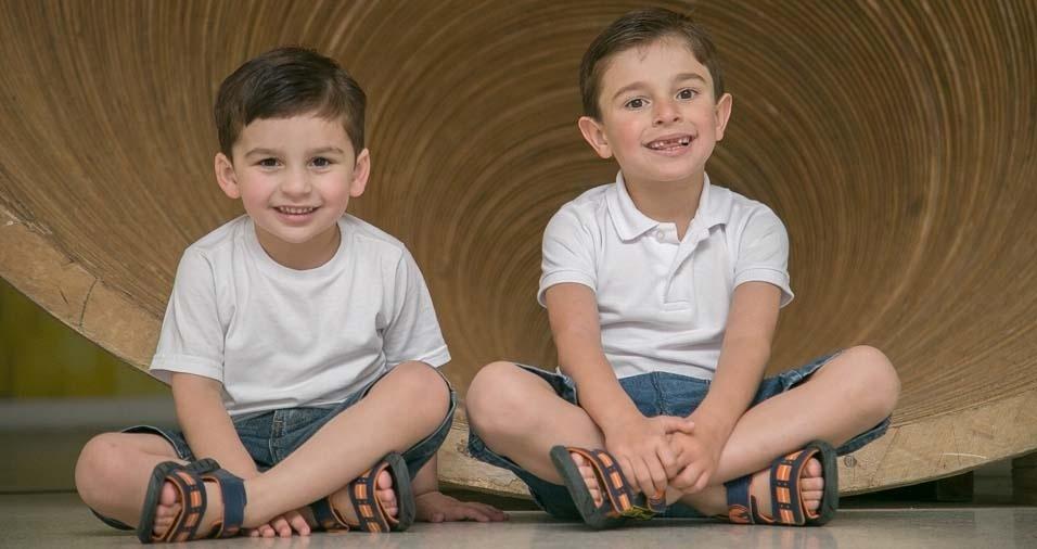 Tabita enviou foto dos filhos Lucas e Gabriel, de Curitiba (PR)