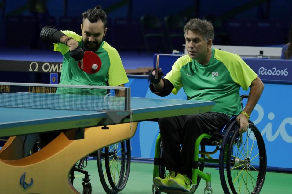 17.set.2016 - Aloisio Lima, Guilherme Costa e Iranildo Espíndola conquistaram o bronze no tênis de mesa, torneio por equipe classes 1 e 2