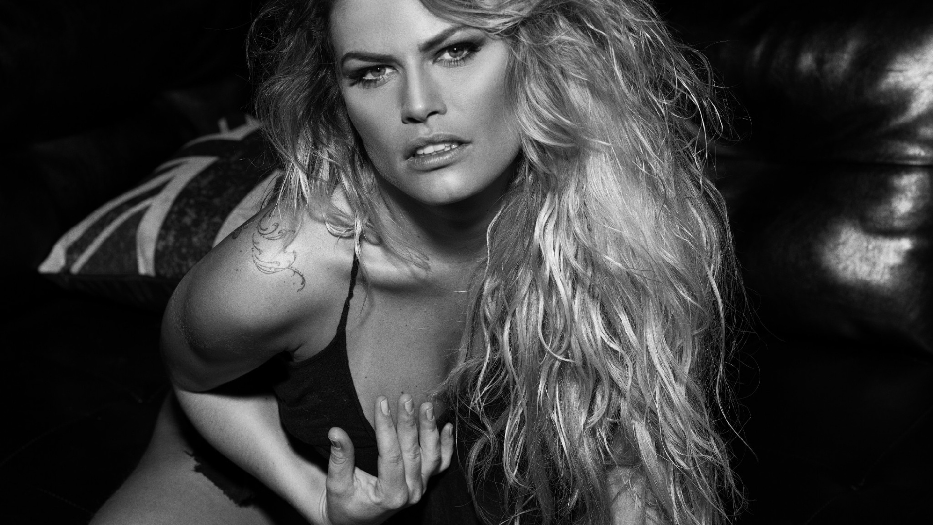4.nov.2016 - Natalia Casassola tirou a roupa para um ensaio sensual no site Diamond Brazil