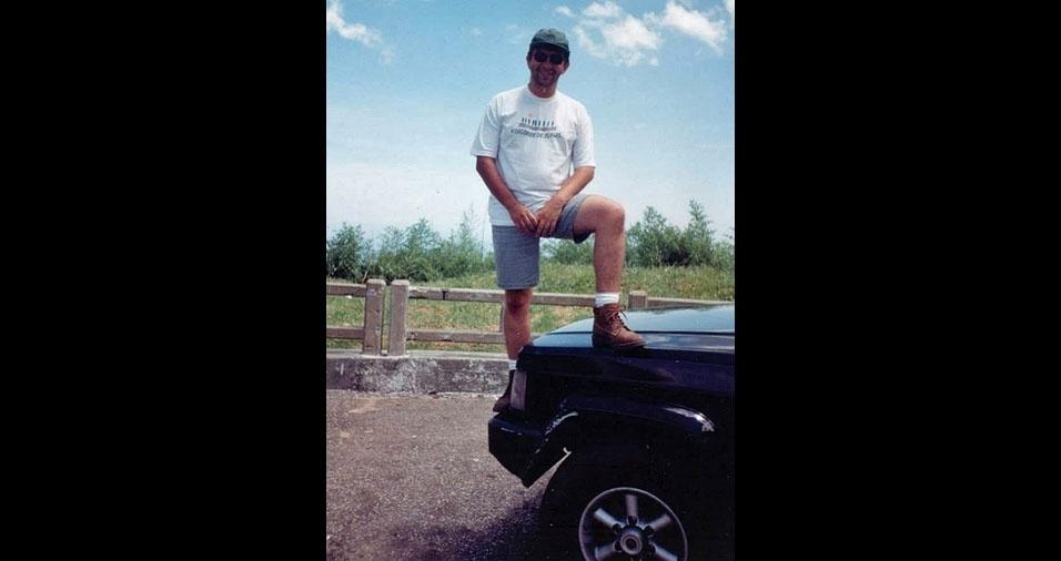 Em 1996, Roberto Moreno, de Visconde de Mauá (RJ), tinha 28 anos, 30 quilos a menos e fazia pose de aventureiro. Continua só fazendo pose