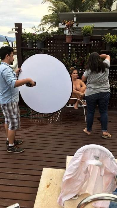 7.dez.2017 - Fani Pacheco faz primeiro ensaio sensual para revista após momento plus size