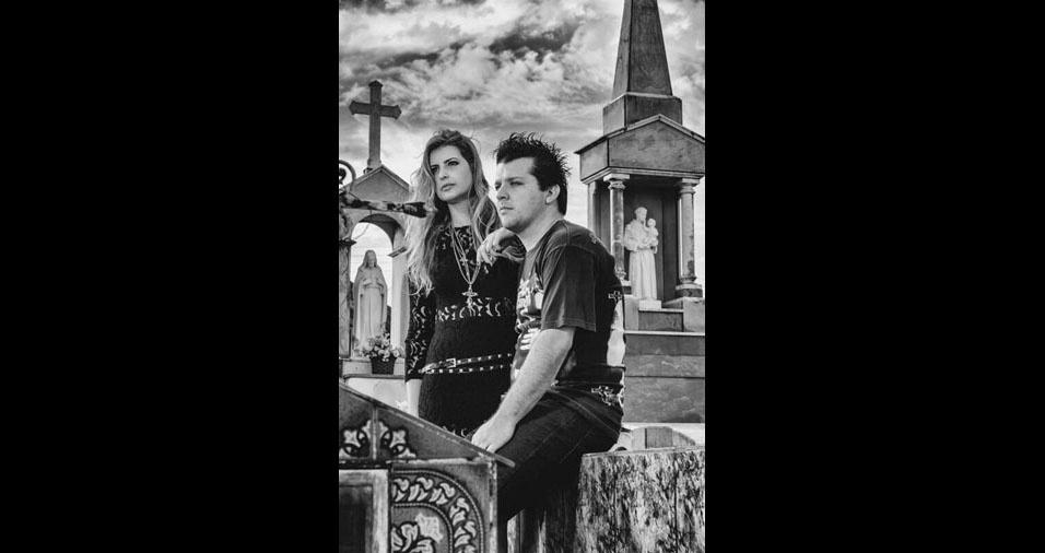Guto Moretti e Mônica Moretti, de Votuporanga (SP), se casaram em 31 de maio de 2014 e fizeram um ensaio fotográfico no Cemitério Municipal de Tanabi