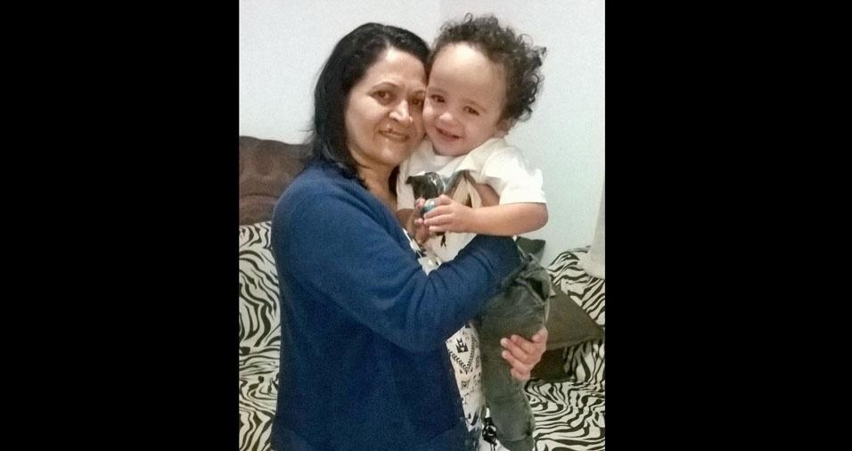Vovó Eloiza Teixeira com o netinho Nícolas