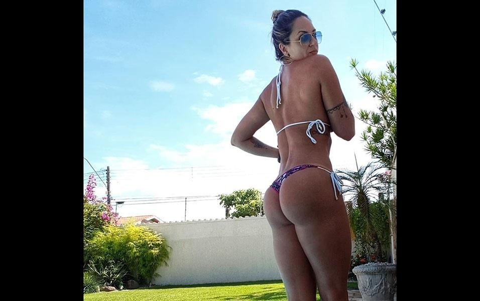 11.mar.2018 - E quem pensa que a beldade de 41 anos só se preocupa com a barriga sequinha está muito enganado. Pelo visto, Leticia também se dedica muito aos treinos de bumbum!