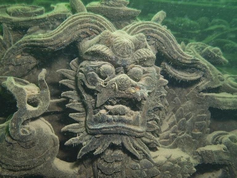 14.fev.2016 - Construída há cerca de 1400 anos, Shi Cheng chegou a ser um dos mais importantes centro econômicos da província de Zhejiang, mas foi inundada em 1959 para dar lugar a uma barragem. Desde então, a cidade ficou esquecída em baixo da água, se tornando recentemente um local apaixonante para os fãs de mergulho
