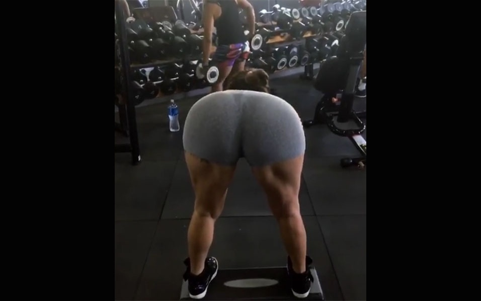 4.jan.2016 - Thalita Zampirolli empinou o bumbum marombado em vídeo mostrando seu treino para os músculos posteriores da coxa