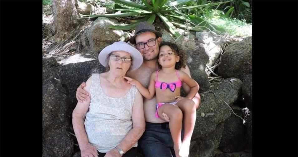 Adriano e Beatriz com a vovó e bisa Lourdes, de Campinas (SP)