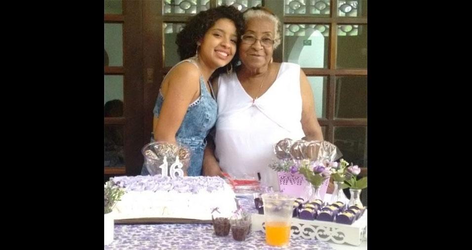 Maria Carolina da Silva Antunes, com a vovó Maria Neotran da Silva, de Taboão da Serra (SP)