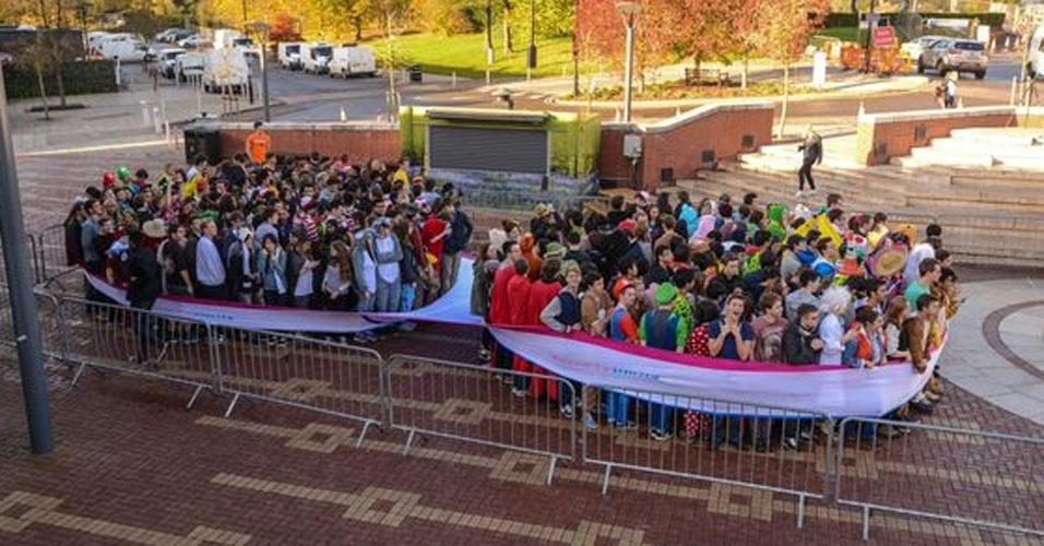 30. Em novembro de 2014, na Universidade de Warwick, no Reino Unido, 314 pessoas vestiram uma cueca gigante. Só isso.