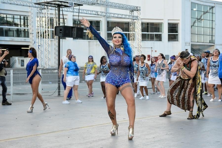 5.fev.2017 - Cor do cabelo de Boing Boing homenageia o azul da Acadêmicos do Tatuapé