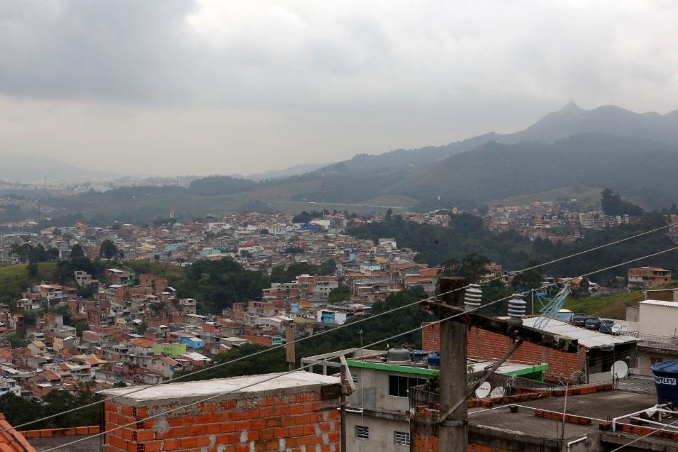 Imagem mostra a comunidade do Morro Doce, em Vila Palmares, onde fica localizada a EMEF Marili Dias