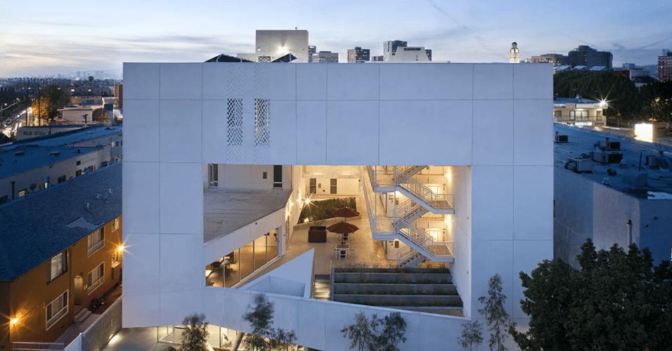 20.jan.2017 - O The Six é um condomínio construído para oferecer soluções de moradia para veteranos de guerra em Los Angeles, nos Estados Unidos. Além dos 57 apartamentos, o local oferece espaços públicos para lazer e reabilitação