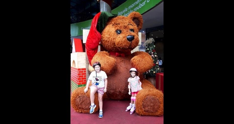 Alexandre Chaves e Jaqueline enviaram fotos das filhas Isabela, oito anos, e Bruna, sete anos, em passeio pela Avenida Paulista. A família mora em São Paulo (SP)