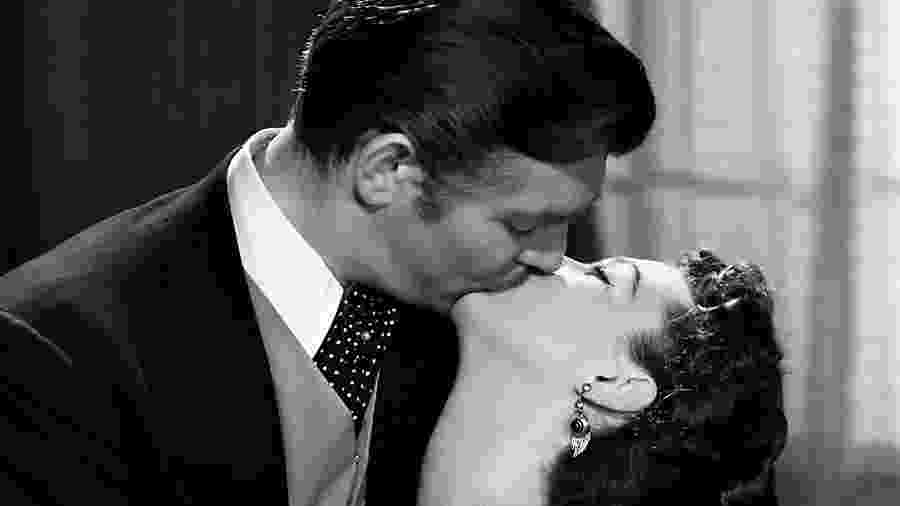 """E o Vento Levou"": Clark Gable e Vivian Leigh, agora na fogueira  - Reprodução/YouTube"