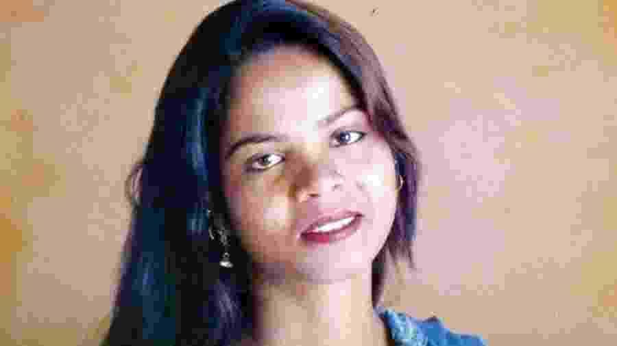Asia Bibi foi presa e condenada por blasfêmia depois de beber um copo de água antes de seus colegas muçulmanos - Reprodução