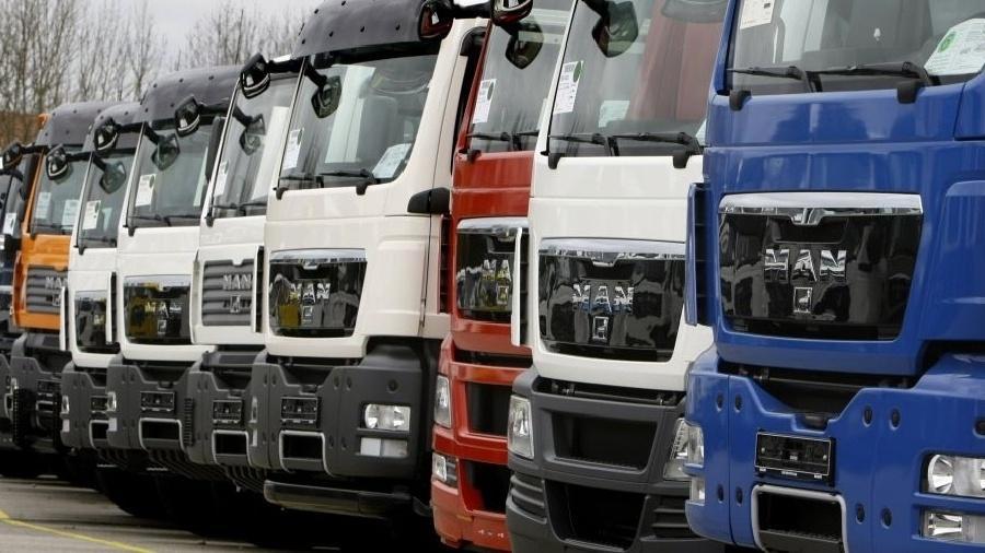 Caminhões em estacionamento - Michaela Rehle/Reuters