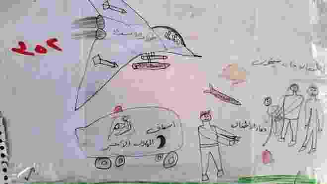 """As legendas neste desenho dizem: """"Força aérea de Assad (presidente da Síria)"""", """"ambulância"""", """"as crianças de Khan Sheikhoun"""" e """"sangue das crianças"""". Segundo a ONU, a cidade de Khan Sheikhoun foi palco, em abril de 2017, de um ataque químico promovido por forças do governo e que deixou dezenas de mortos, entre eles, várias crianças; o governo nega ter realizado o ataque - SAMS"""