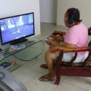 "A vovó ficou viciada no game ""Minecraft"""