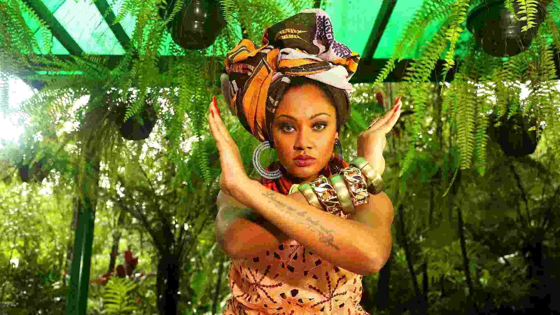 Camila Silva, rainha de bateria, posa com inspiração no samba da Vai-Vai - Iwi Onodera/UOL - Tratamento de imagem: Mari Calvente