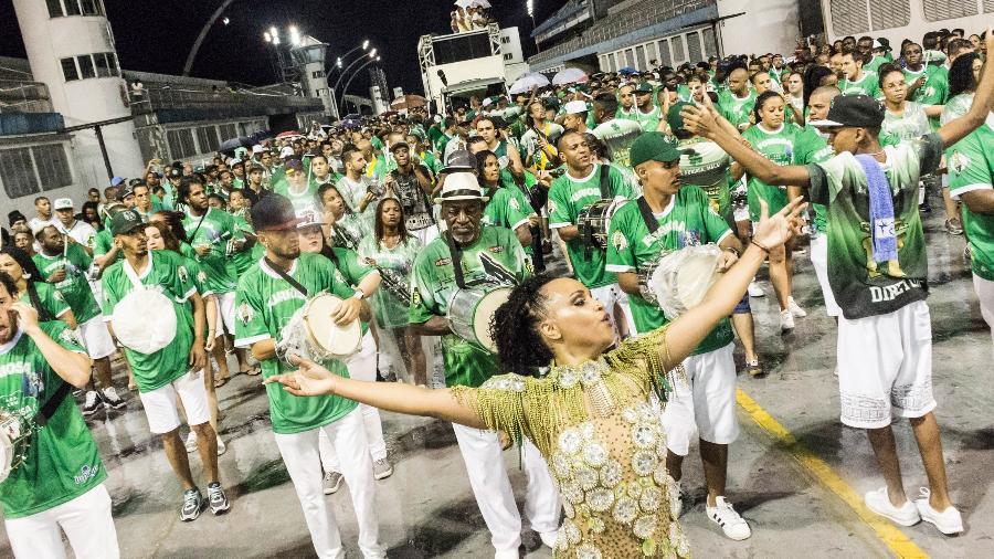 Em foto de arquivo, a Camisa Verde e Branco durante ensaio técnico no sambódromo em janeiro de 2017 - Rogério de Santis/Estadão Conteúdo