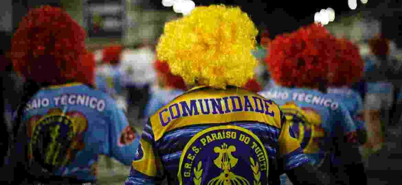 15.jan.2017 - Componentes da escola de samba Paraiso do Tuiuti, do Grupo Especial do Carnaval carioca, usam perucas no primeiro ensaio técnico na Sapucaí - Alex Ribeiro/AGIF/Estadão Conteúdo
