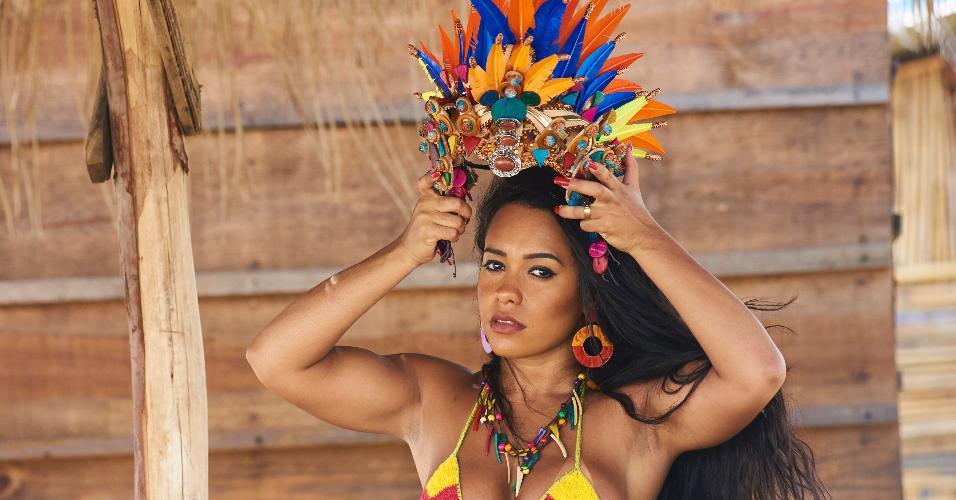 Raíssa Oliveira começou com rainha de bateria da Beija-Flor aos 12 anos de idade