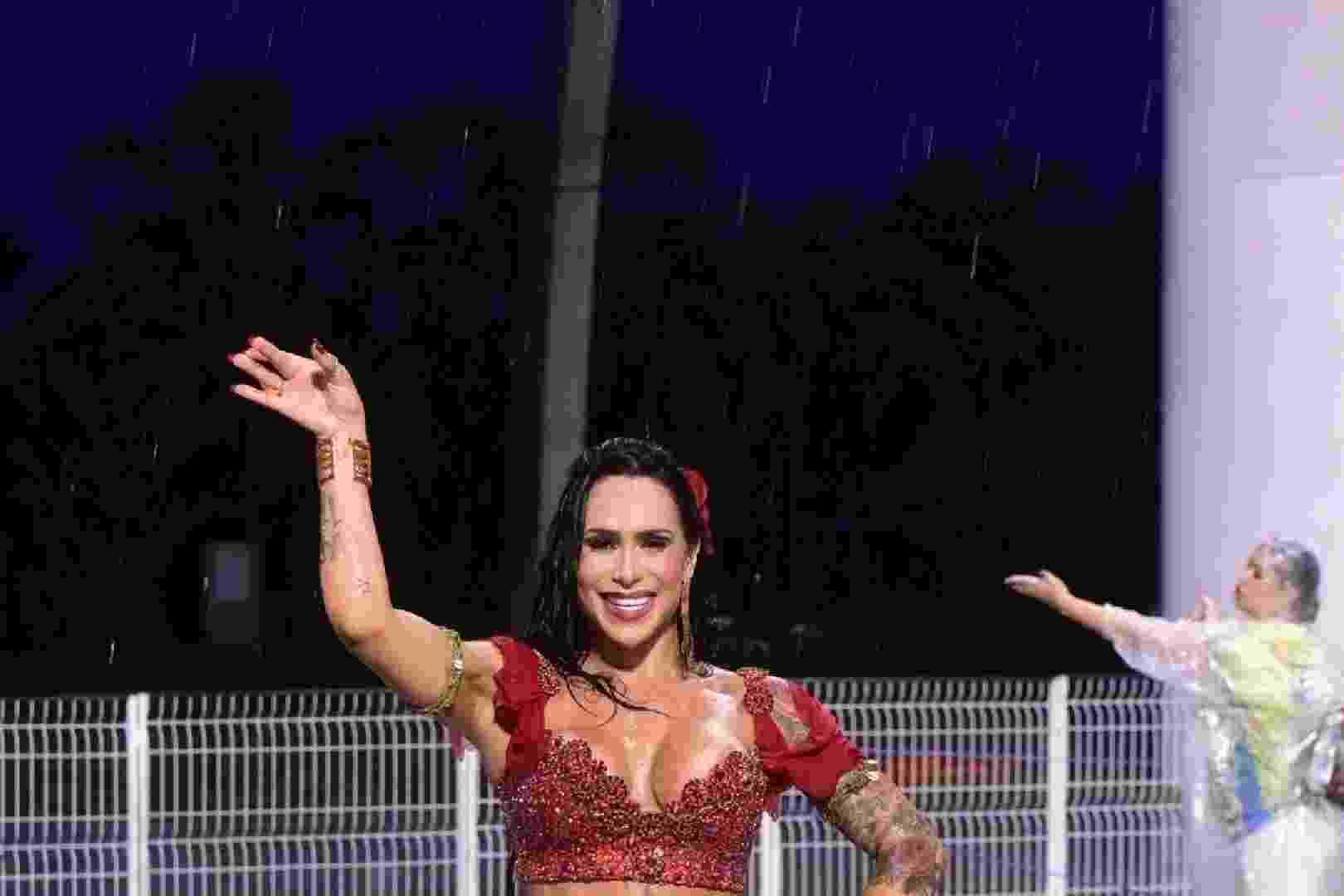 21.jan.2017 - Fabi Frota -- conhecida por ser mulher do ator Alexandre Frota -- participou empolgadíssima do ensaio técnico da Unidos do Peruche na noite deste sábado no sambódromo paulistano - Leo Franco / AgNews