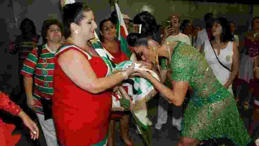 No dia 14 de janeiro, Gracyanne Barbosa participou de ensaio técnico, fez reverência e beijou a bandeira da agremiação - Amauri Nehn/Brazil News