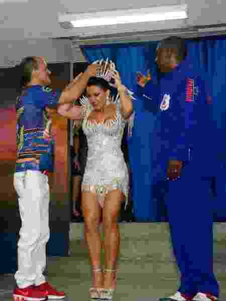 Tânia Oliveira é coroada rainha da União da Ilha - Nayra Halm