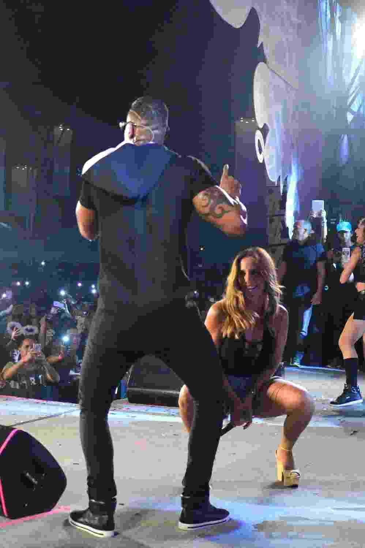 13.jan.2017 - Léo Santana recebe Ivete Sangalo em show no parque Wet'n Wild em Salvador, na festa 'Baile da Santinha - Verão' - André Muzell/Brazil News