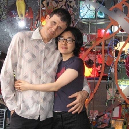 2014 - O designer britânico de luminárias Tom Green e a mulher, Norma Kiuti - Arquivo Pessoal